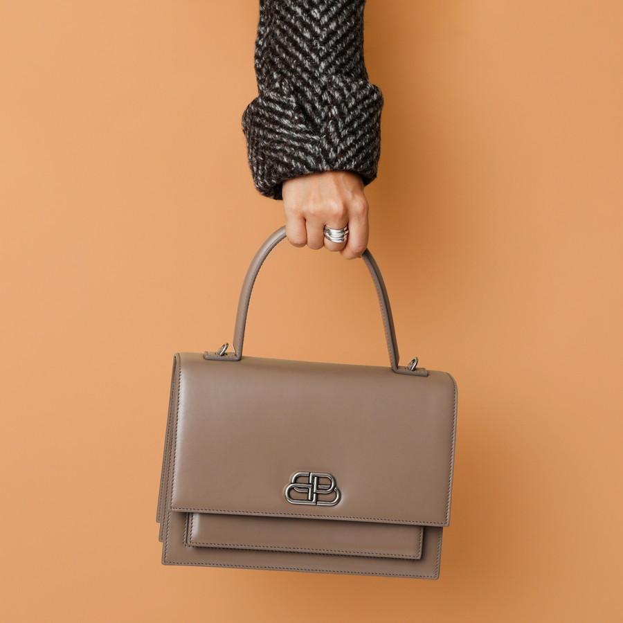 BOTTEGAのワンハンドルバッグ