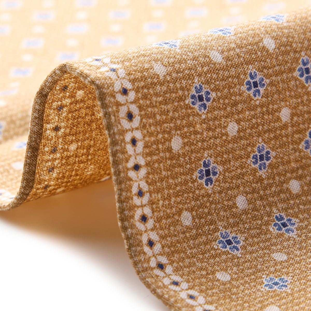 シルクのポケットチーフ